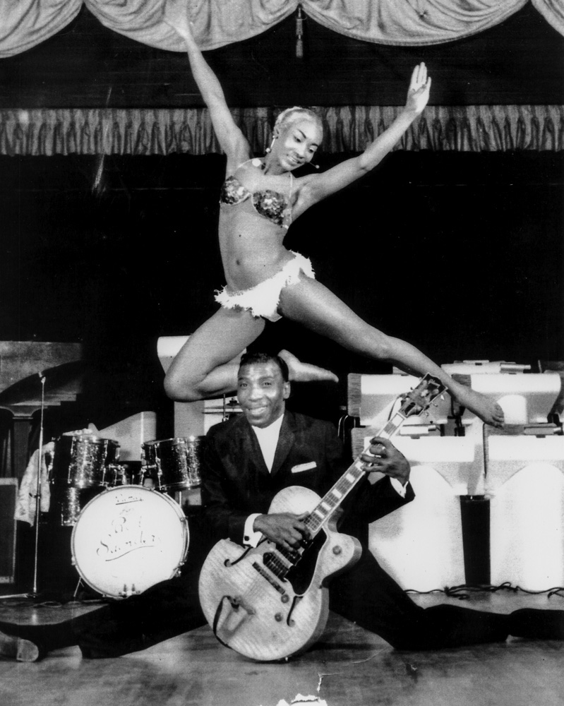 """Lottie the Body"" and T-Bone Walker on stage at Fillmore's Champagne Supper Club."